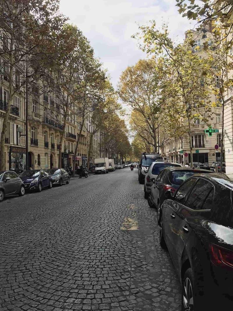 где остановится в Париже недорого