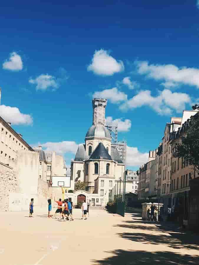 Где лучше всего остановиться в Париже туристу?