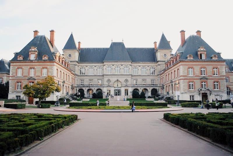 жилье в париже для студентов